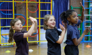 baila juego distancia social